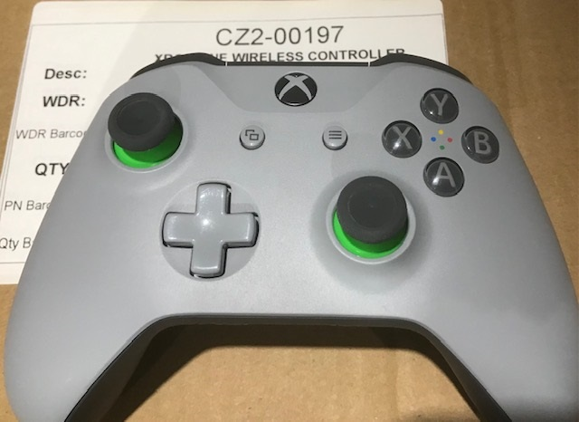 Lot 5 - Mixed Xbox One Wireless Controllers & Adapters Take All Lot - LVL, Kentucky